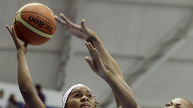 Brazil's Fabiana de Oliveira, right, tries to block Colombia's Leidy Johanna Sanchez, left, during a women's basketball match at the Pan American Games in Guadalajara, Mexico, Sunday Oct. 23, 2011. (AP Photo/Daniel Ochoa de Olza)