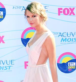 "Taylor Swift: Drinking Wine ""Makes Me Feel Classy"""