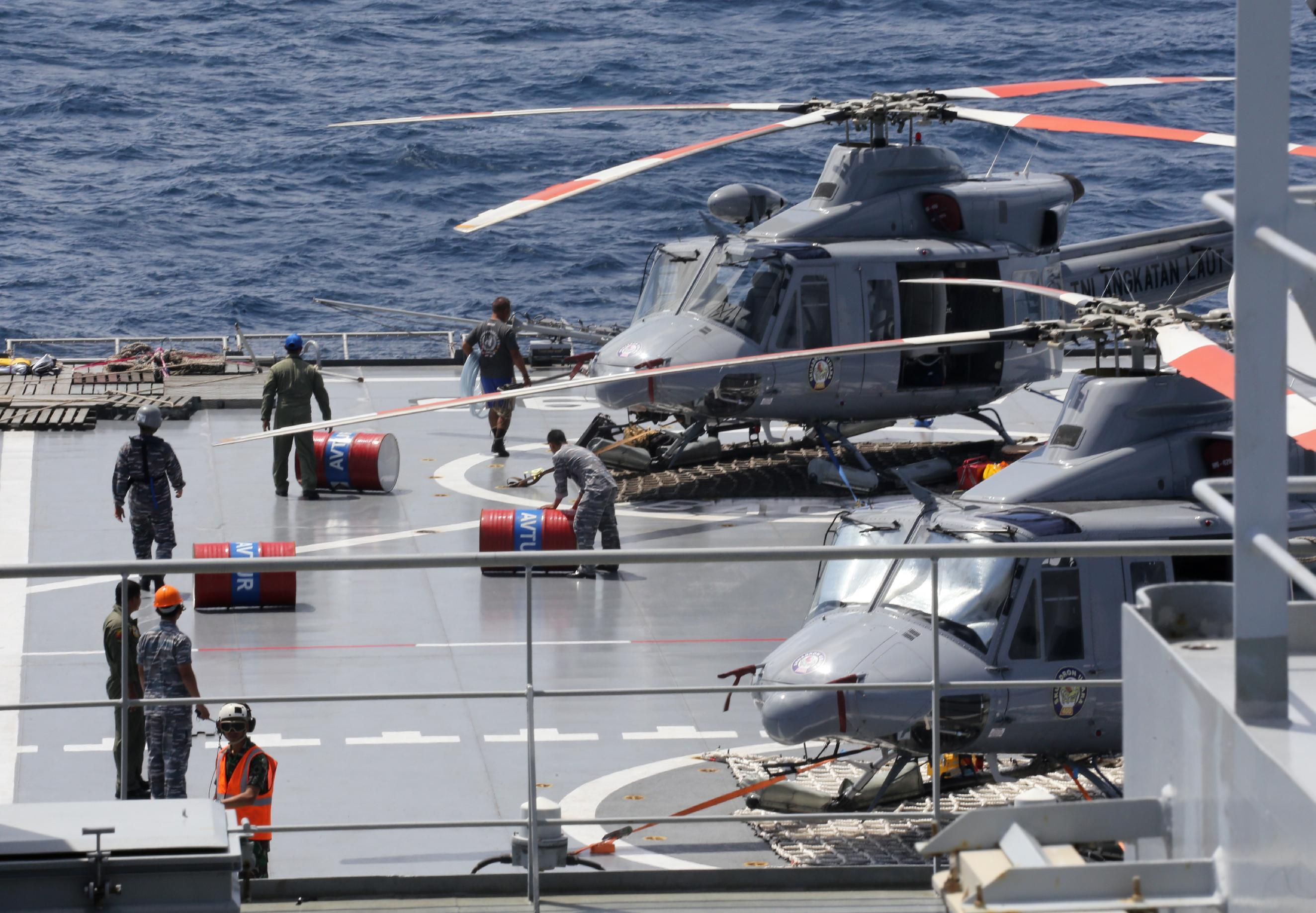 Indonesian military halts recovery efforts for AirAsia plane