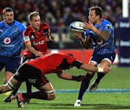 Northern Bulls&#39; Francois Hougaard (R) is tackled by Canterbury Crusaders&#39; Samuel Whitelock during their Super 15 match on July 21. The Crusaders&#39; 28-13 win set them up for a New Zealand derby semi-final next Friday against the Waikato Chiefs