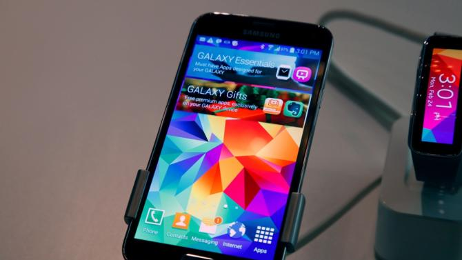 Video: Galaxy S5's battery will explode if you hammer it just the right way