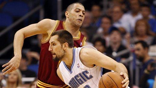 Magic fight off Howard's fouls, beat Cavs 93-80