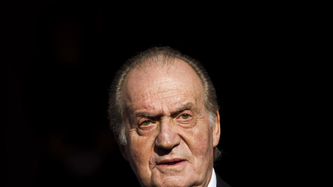 """FILE -  Spain's King Juan Carlos in this Tuesday, Dec. 27, 2011, file photo, leaves after the official opening of the Parliament, in Madrid. The 75-year old King Juan Carlos has left a hospital Saturday March 9, 2013, six days after successfully undergoing surgery for herniated discs in his lower spine, and he thanked waiting journalists and said """"I'm very well, my back doesn't hurt or anything,"""" from the front passenger seat as he was driven home Saturday. (AP Photo/Daniel Ochoa de Olza, File)"""