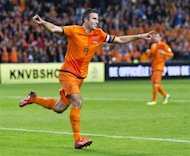 Netherlands' Robin van Persie (L) celebrates his third goal against Hungary during their 2014 World Cup qualifying soccer match in Amsterdam October 11, 2013. REUTERS/Michel Kooren