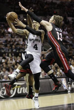 San Antonio Spurs' Danny Green (4) shoots between Miami Heat's Mario Chalmers, rear, and Mike Miller (13) during the first half at Game 5 of the NBA Finals basketball series, Sunday, June 16, 2013, in San Antonio. (AP Photo/Eric Gay)