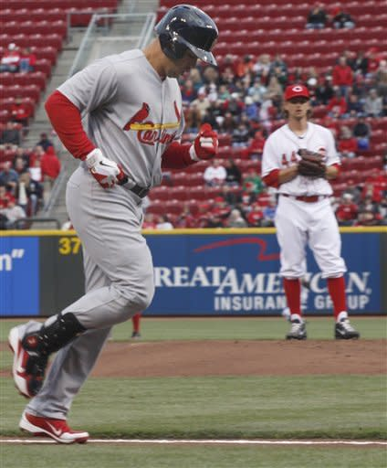 Cardinals hit 2 HRs, beat Reds 3-1