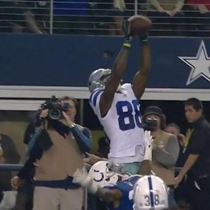 Dallas Cowboys quarterback Tony Romo throws 19-yard TD pass to wide receiver Dez Bryant