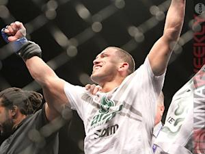 UFC 164 Results: Anthony Pettis Does it Again, Armbars Benson Henderson for UFC Gold