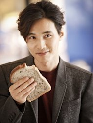 Won Bin's face smaller than a bread slice