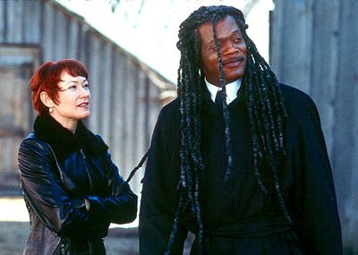 Ann Magnuson as Moira and Samuel L. Jackson as Romulus in Universal Focus' The Caveman's Valentine