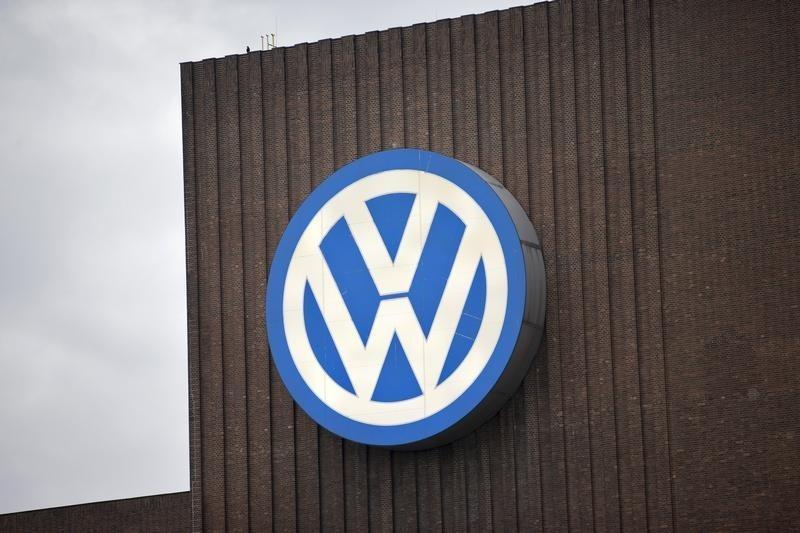 Volkswagen starts telling customers if affected by emissions scandal