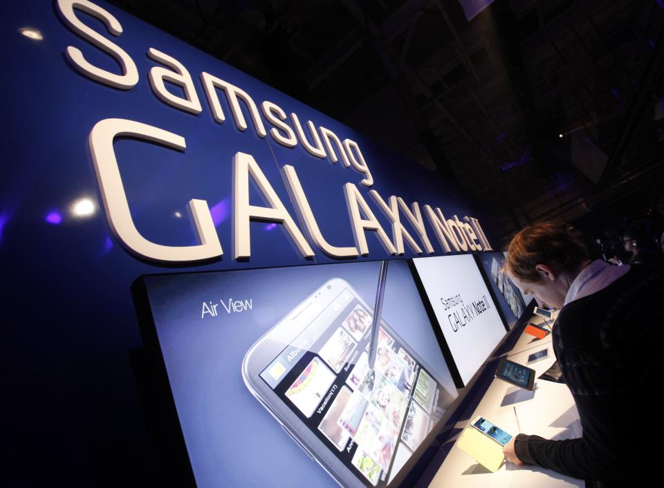 Attendees try out the new Samsung Galaxy Note II during a launch event, Wednesday, Oct. 24, 2012, in New York. Aside from the 5.5 inch screen, the Note comes with a stylus and runs the latest version of Google's Android operating system, Jelly Bean.  (AP Photo/Jason DeCrow)