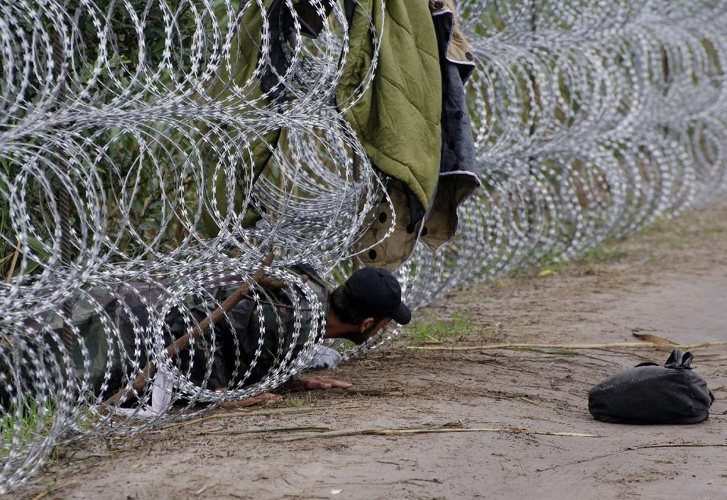 Hungary looks to use army in migrant crisis