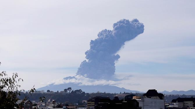 A view of the Calbuco volcano from Puerto Montt, southern Chile, on April 30, 2015