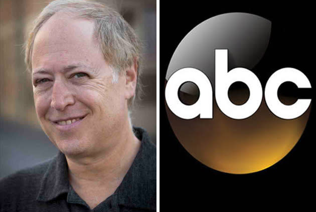 'Modern Family' EP Danny Zuker Sells Comedy Set Behind Scenes Of Family Sitcom To ABC As Put Pilot