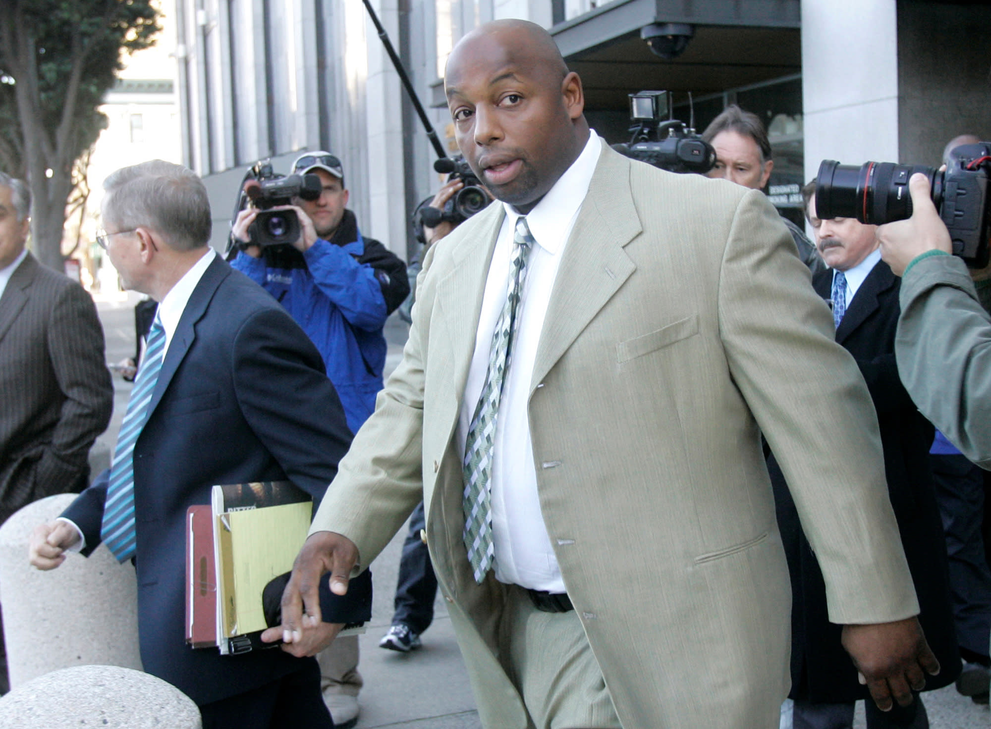 Ex-49er Dana Stubblefield charged with raping disabled woman