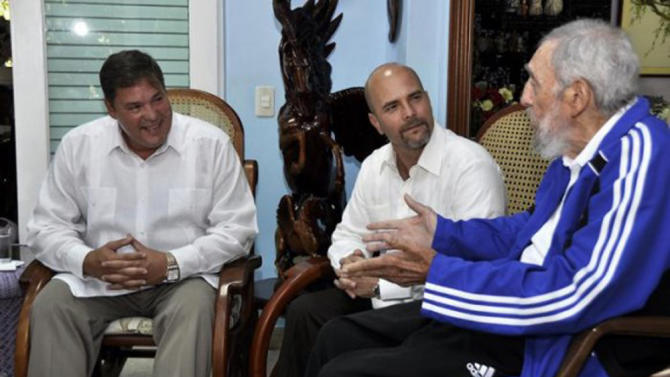 "Cuba's former President Fidel Castro sits with Labanino and Hernandez, two of the ""Cuban Five"", in Havana"