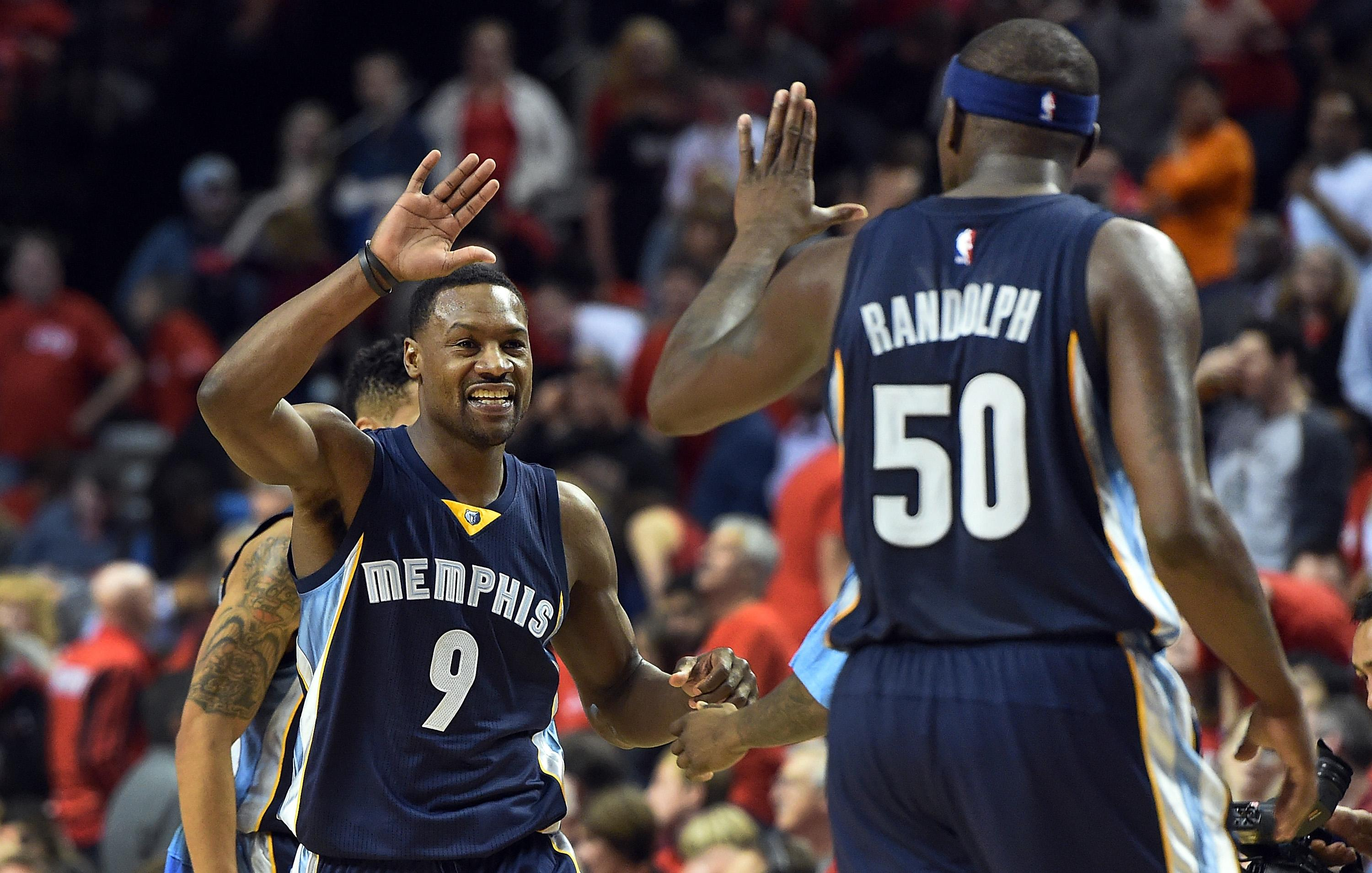Grizzlies hold off Blazers rally to win 115-109, go up 3-0