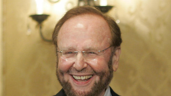 In this May 25, 2005 file photo, Tampa Bay Buccaneers team owner and president Malcolm Glazer smiles at the announcement of Tampa Bay being awarded the 2009 Super Bowl, during the NFL's Spring Meetings at the Ritz-Carlton Hotel in Washington. Glazer, the self-made billionaire who owned the NFL's Tampa Bay Buccaneers and English soccer's Manchester United, has died.  He was 85. The Bucs said Glazer died Wednesday, May 28, 2014
