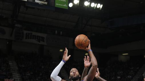 Smith, Pistons snap 4-game skid, beat Kings 97-90