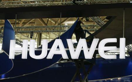 Huawei takes aim at Apple, Samsung with Mate S phone
