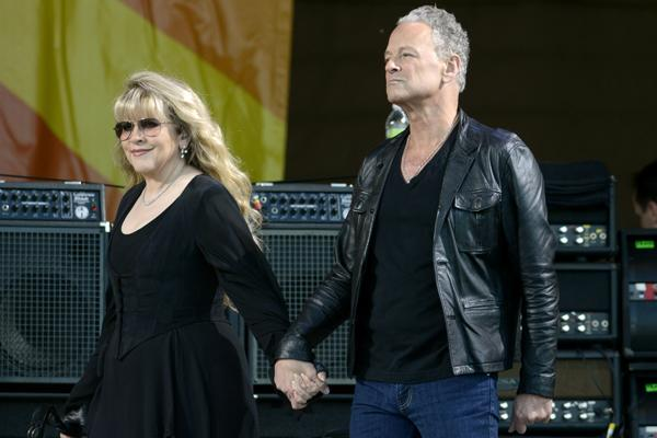 Lindsey Buckingham Talks Fleetwood Mac Tour, New EP