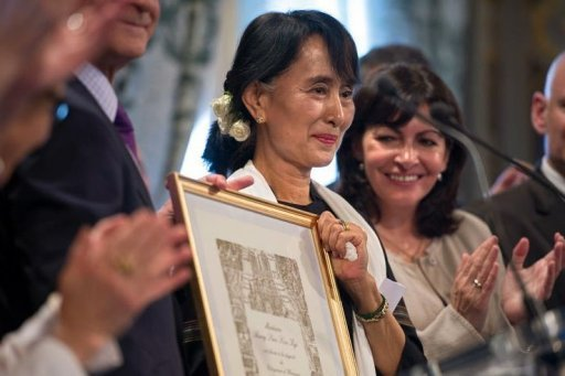 <p>Myanmar pro-democracy leader Aung San Suu Kyi poses after receiving an honorary citizen award, beside Paris' deputy mayor Anne Hidalgo (R) at the Paris City Hall. Suu Kyi, nearing the end of her triumphant Europe tour in France, accepted another award Wednesday as she became an honorary citizen of Paris.</p>