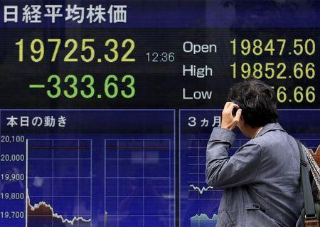 Global bond rout deepens, oil hits year's high