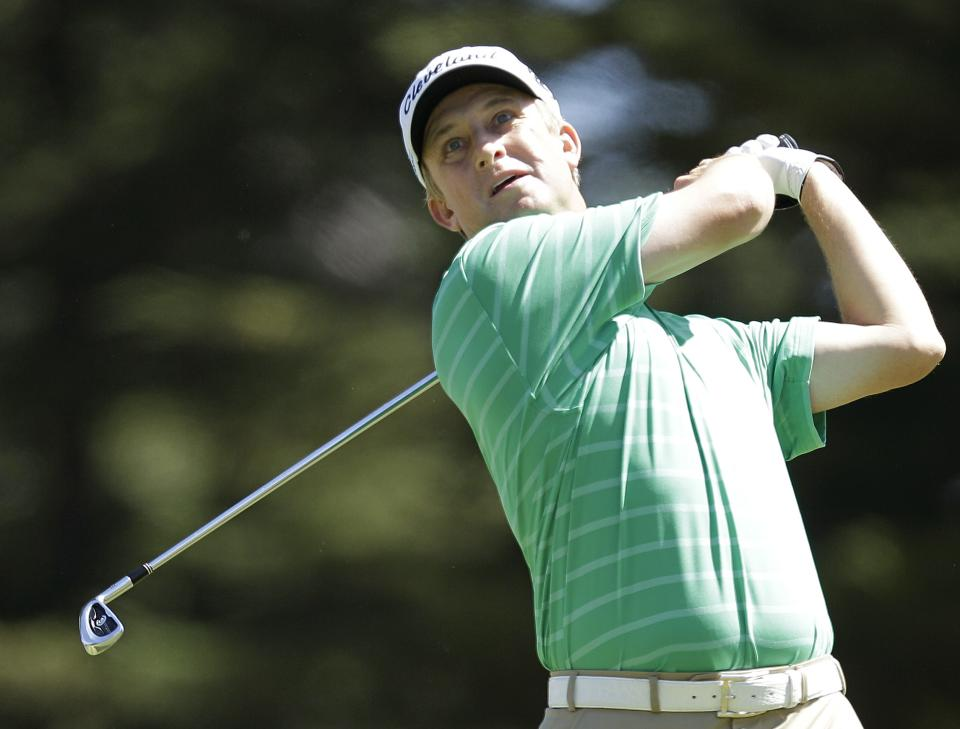 David Toms hits a drive on the third hole during the third round of the U.S. Open Championship golf tournament Saturday, June 16, 2012, at The Olympic Club in San Francisco. (AP Photo/Ben Margot)