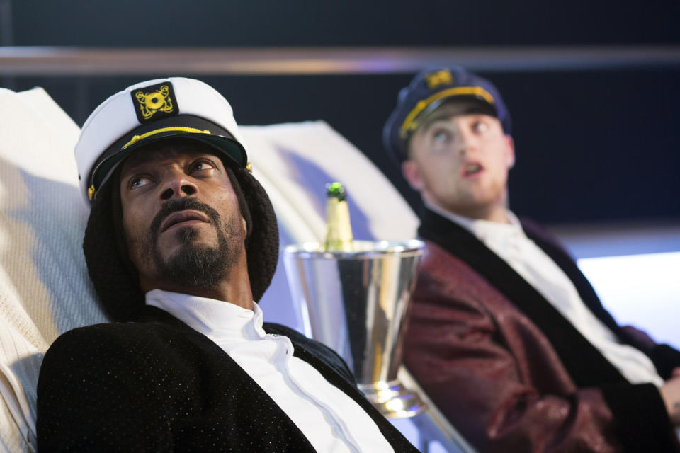 "This film publicity image released by Dimension Films/The Weinstein Co. shows Snoop Dogg, left, and Mac Miller in a scene from ""Scary Movie 5."" (AP Photo/Dimension Films/The Weinstein Co., Peter Iovino)"