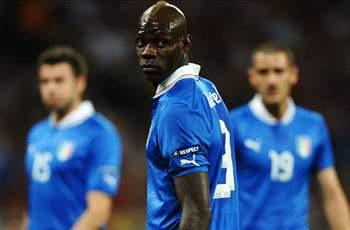 Balotelli must show he can become a champion, says Italy head coach Prandelli
