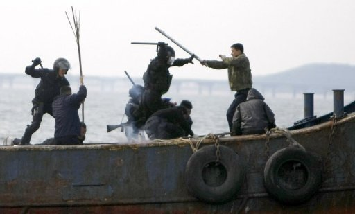 <p>This file photo shows South Korean coastguards performing a drill during which they simulated interception of an 'illegal fishing boat' near Incheon, in 2008. Chinese sailors armed with clubs and other weapons on Monday injured four S.Korean officials who had boarded their boat on suspicion of illegal fishing.</p>