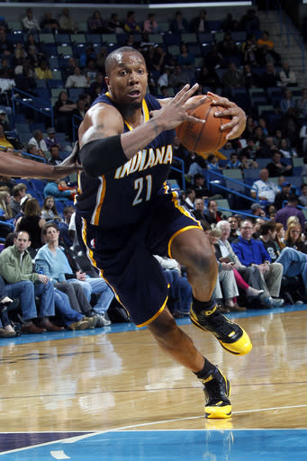 Pacers rout Hornets for sixth straight win