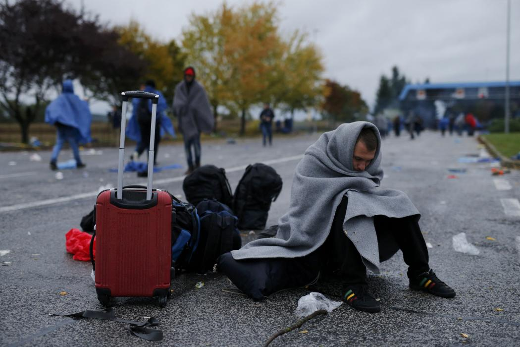 Migrants cross the Serbia-Croatia border after being stranded
