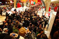 <p>Customers shop at Macy's department store in New York November 25, 2011. REUTERS/Eric Thayer</p>