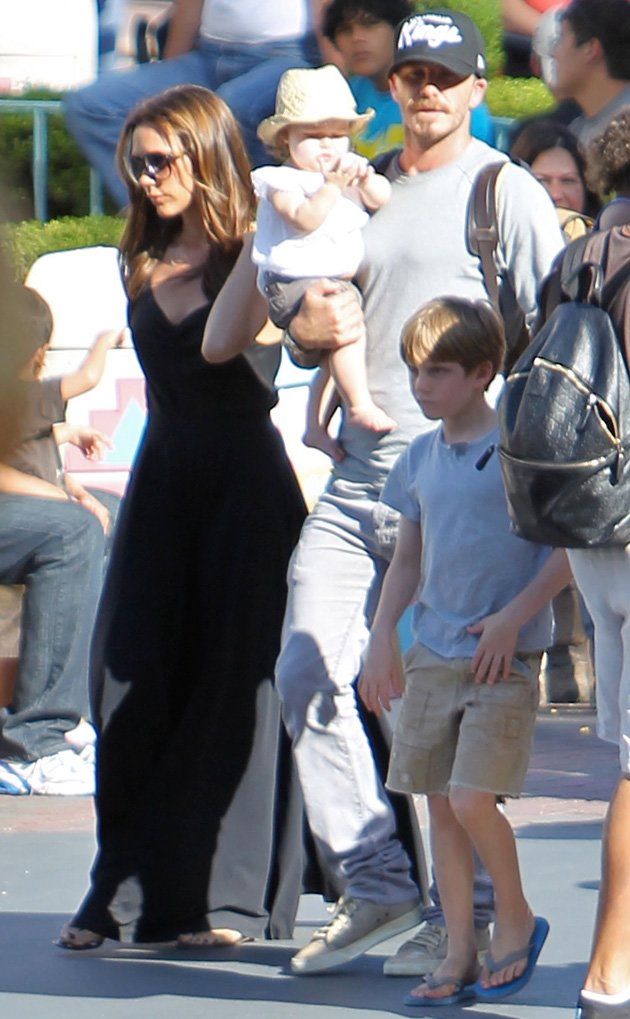Harper Beckham, Disneyland, Victoria Beckham, David Beckham