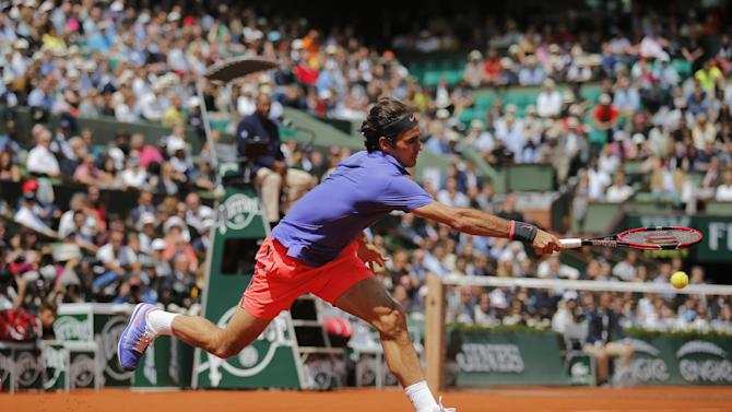 Switzerland's Roger Federer returns the ball to France's Gael Monfils during their fourth round match of the French Open tennis tournament at the Roland Garros stadium, Monday, June 1, 2015 in Paris. Federer won 6-3, 4-6, 6-4, 6-1. (AP Photo/Christophe Ena)