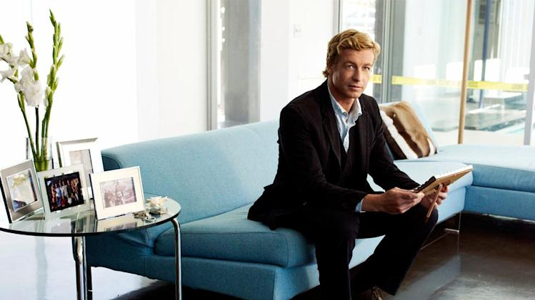 Simon Baker stars as Detective Patrick Jane in The Mentalist .