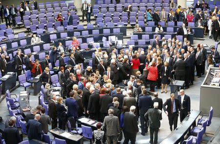 Germany backs Greek extension but bailout fatigue grows
