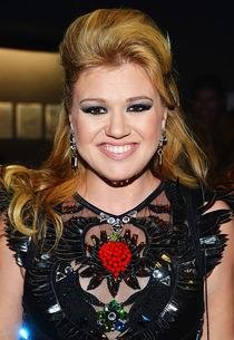 Kelly Clarkson | Photo Credits: Frazer Harrison/AMA2012/Getty Images for AMA