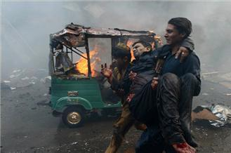 Blast kills dozens in Pakistan's Peshawar