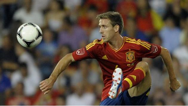Liga - Monreal moves to Arsenal