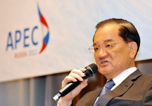 <p>Lien Chan, Taiwan's special envoy to the Asia-Pacific Economic Cooperation forum, speaks during a press conference in Taipei on August 27. He said Monday he plans to meet Chinese President Hu Jintao for the fifth and last time next month.</p>