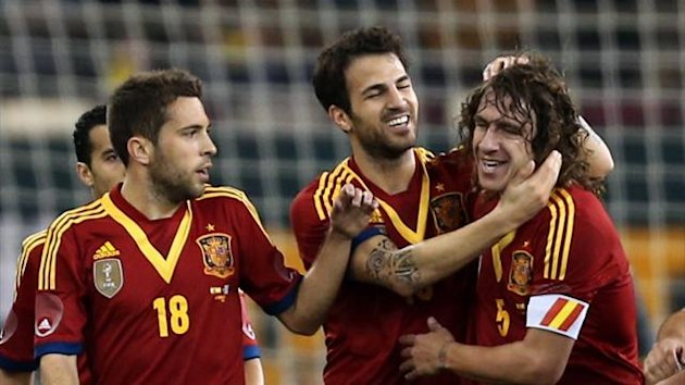 Spain&#39;s Cesc Fabregas (C) celebrates with teammates after scoring a goal against Uruguay during their friendly football match in the Qatari capital Doha on February 6, 2013 (AFP)