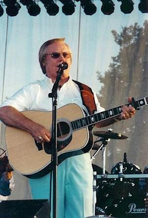 Celebrities Tweet to Remember Music Legend George Jones, Dead at 81