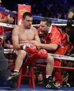 Robert Guerrero sits in his corner after the fifth round. (AP)