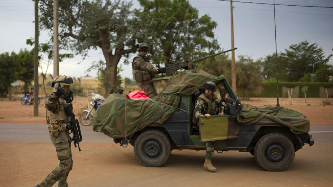 French soldiers stand at a crossroads as they arrive in the city of Sevare, Mali, some 620 kms (385 miles) north of Bamako, Friday, Jan. 25, 2013. Mali's military and French forces pushed toward Gao on Friday, in their farthest move north and east since launching an operation two weeks ago to retake land controlled by the rebels, residents and a security official said Friday. (AP Photo/Thibault Camus)