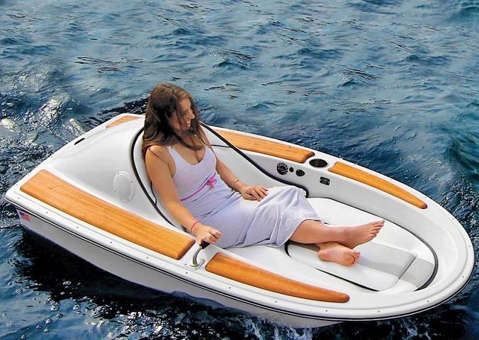 Sail the Sea in This One-Person Electric Boat