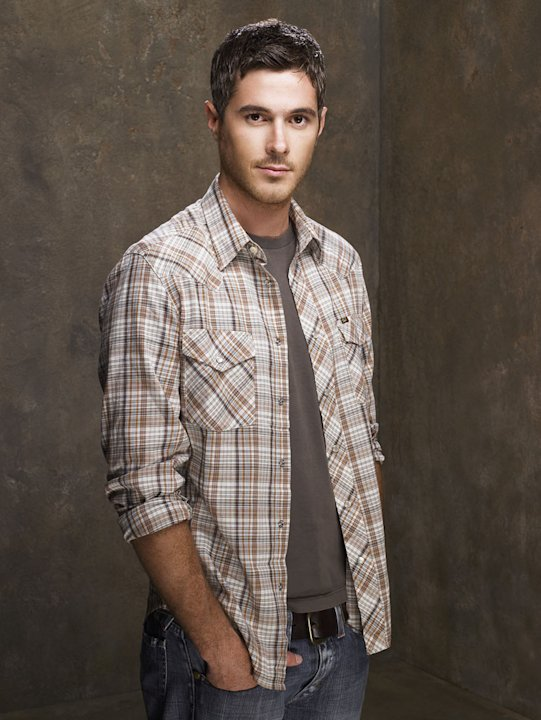 Dave Annable stars as Justin Walker on Brothers &amp; Sisters. 