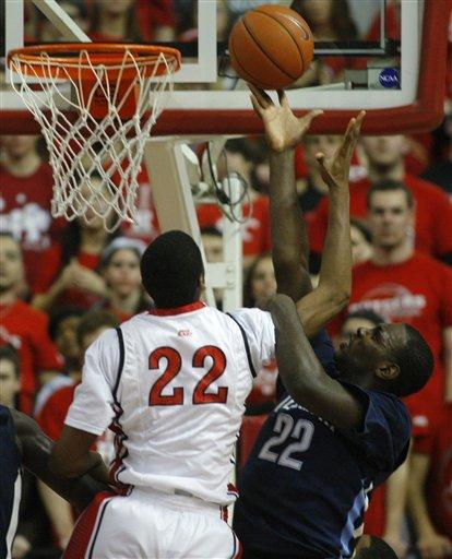 Wayns, Pinkston lead Villanova past Rutgers 77-71